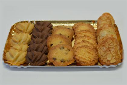 Plateaux de tuiles et biscuits